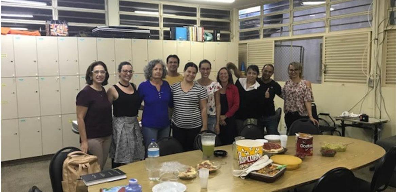 A professora Márcia Pinheiro, sua viagem aos EUA, aprendizado por projetos e outras interações no ensino de EFL